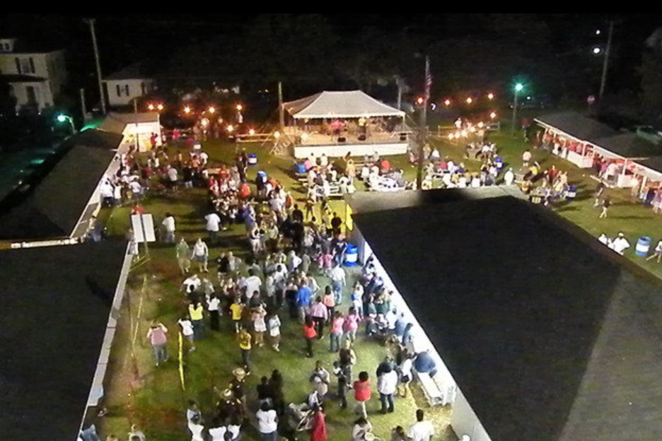 Carnival attendees connect in large numbers to the Internet via NeuBeam