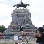 Judge issues new injunction preventing Lee statue removal