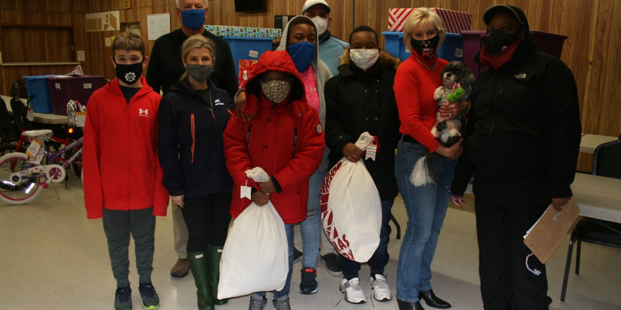 Family continues tradition of buying toys for BGESVA club members
